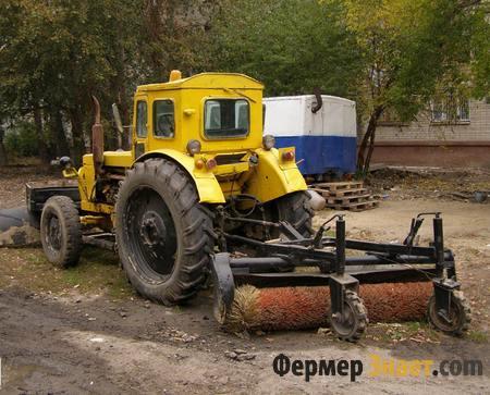 Трактор с коммунальным оборудованием