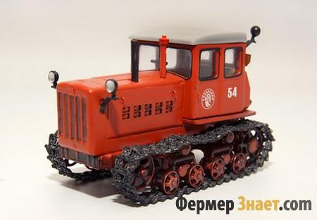 Макет трактора ДТ-54