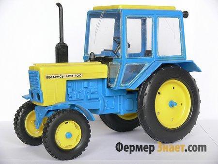 Макет трактора МТЗ 100