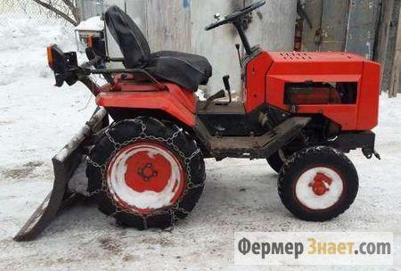 Мини-трактор с бульдозерным отвалом