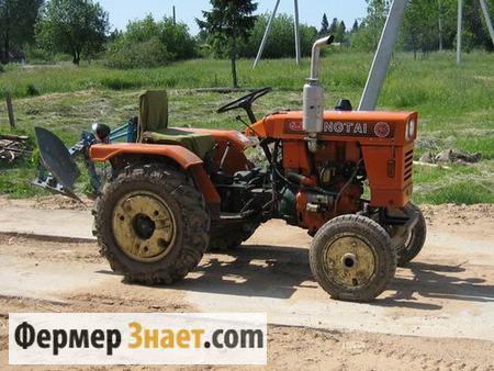 Мини-трактор с плугом