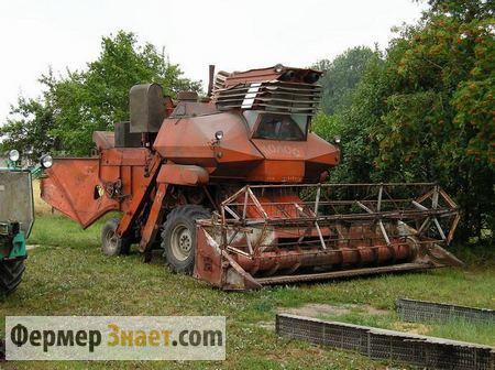 Комбайн на тракторном парке