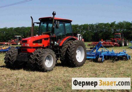 Трактор на сдвоенных колесах