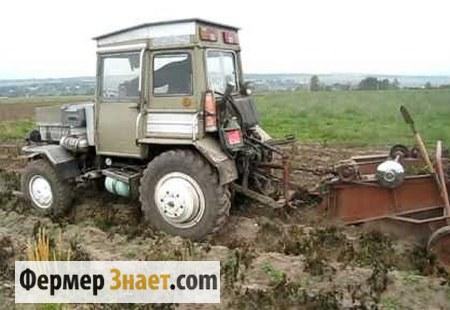 Самодельный трактор в поле